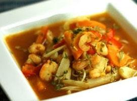 Jak zrobić zupę z chili i krewetkami - idealna na przeziębienie