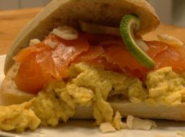 Jak zrobić jajecznicę z łososiem