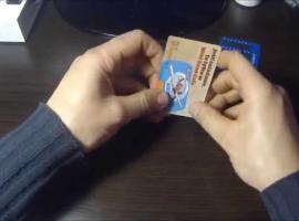 Jak zrobić podstawkę pod telefon z karty kredytowej w 60 sekund