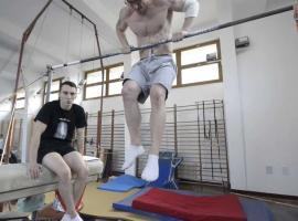 Jak nauczyć się muscle up na drążku - ćwiczenia