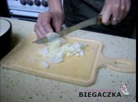 Jak zrobić kurczaka w brzoskwiniach z wiórkami kokosowymi