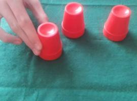 Jak oszukują grając w 3 kubki