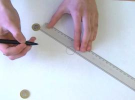 Jak wykonać doświadczenie ze zderzającymi się monetami