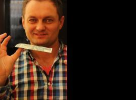 Jak wykonać iluzję z lewitującym banknotem