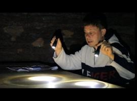 Jak zrobić lampkę nocną z latarki na wakacyjnych wyjazdach