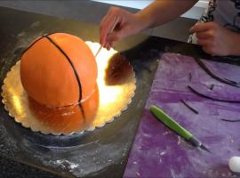 Jak zrobić tort w kształcie piłki do koszykówki
