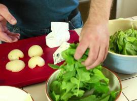 Jak zrobić sałatę z serami i gruszkami