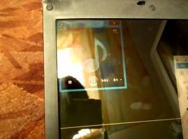 Jak rozwiązać problem równoczesnego działania głośników w laptopie i tych sprzętowych
