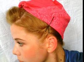 Jak zawiązać chustkę we włosach w stylu Pin Up