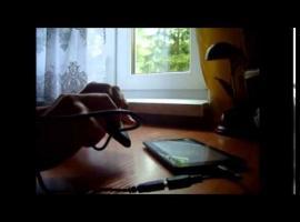 Jak naładować telefon za pomocą tabletu
