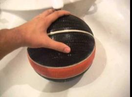 Jak naprawić przebitą piłkę