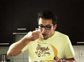 Jak zrobić omlet z pomidorami, bazylią i serem camembert