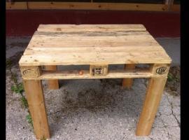 Jak zrobić stół z drewnianych palet