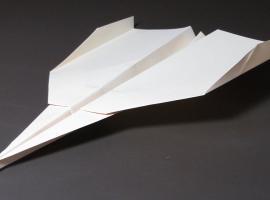 Jak zrobić świetnie latający samolot z papieru (plus test lotu)