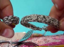 Jak zrobić bransoletki z gumek - warkocze na widelcach