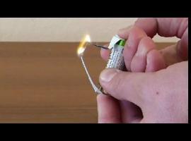 Jak rozpalić ogień baterią i papierkiem