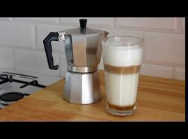 Jak zrobić warstwową kawę z syropem smakowym