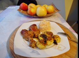 Jak przygotować soczystego kurczaka w sosie z jabłek