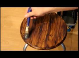Jak efektownie malować imitację słojów drewna