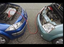 Jak awaryjnie odpalić samochód - kable rozruchowe