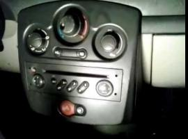 Jak wykonać montaż wtyczki AUX w Renault