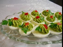 Jak zrobić pastę z awokado do jajek, kanapek lub sałatek
