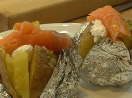 Jak zrobić zapiekane ziemniaki z łososiem