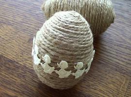 Jak zrobić ozdoby w kształcie jajek ze sznurka jutowego