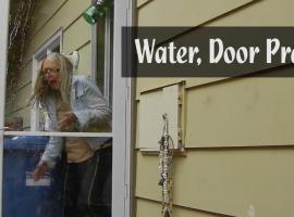 Jak prawidłowo wykonać żart z wodą nad drzwiami