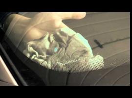 Jak szybko usunąć naklejkę rejestracyjną z szyby auta
