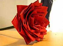 Jak zrobić różę z taśmy izolacyjnej