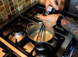 Jak zrobić piersi z kurczaka w boczku z sosem gorgonzola