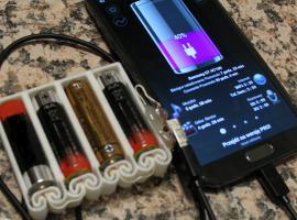 Jak zrobić przenośną ładowarkę do telefonu na baterie AA
