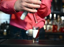 Jak przygotować drinki na wieczór panieński i kawalerski
