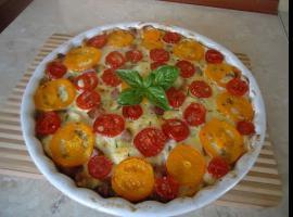 Jak zrobić zapiekankę jajeczną z kiełbasą, serem i warzywami