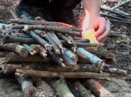 Jak rozpalić ognisko - różne ogniska i techniki rozpalania