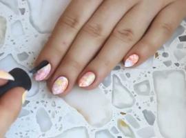 Jak pomalować paznokcie - efekt pudrowych cukierków