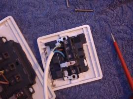 Jak podłączyć jedno gniazdko elektryczne do drugiego
