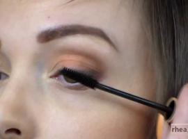 Jak wykonać makijaż oczu kosmetykami mineralnymi Rhea