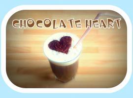 Jak zrobić czekoladowe serce na kawie mrożonej