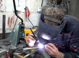 Jak wykręcać zerwane śruby metodą spawalniczą