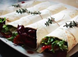 Jak przygotować tortillę z łososiem i świeżym ogórkiem