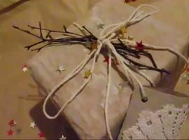 Jak zapakować prezent - papier i koronka