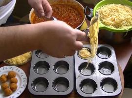 Jak zrobić makaron w muffinkach