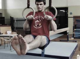 Jak prawidłowo wykonywać wspieranie ciągiem (muscle up)