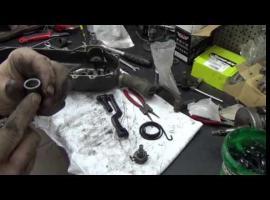 Jak naprawić elementy startera nożnego w skuterze