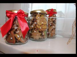 Jak przygotować upominki na święta - słoiczki z pierniczkami