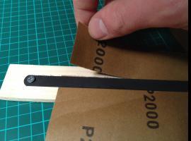 Jak zrobić przyrząd do dzielenia papieru ściernego
