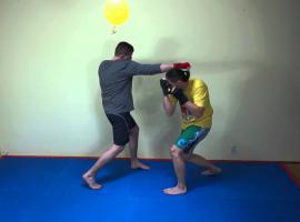 Jak trenować sztuki walki - uniki przed ciosami