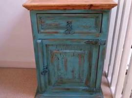 Jak pomalować starą szafkę - renowacja mebli